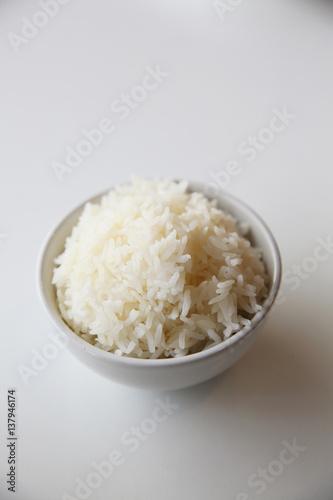 Fototapeta Cooked rice in bowl isolated in white background obraz na płótnie