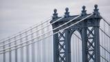 Szczegółowy widok na Manhattan Bridge - 137954764