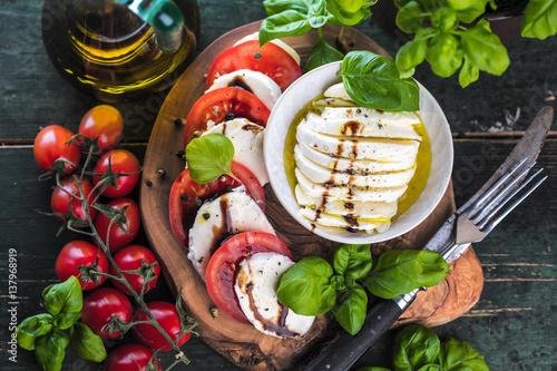 Acrylic Prints Appetizer Frische Tomaten Mozzarela Gericht (Großformat)