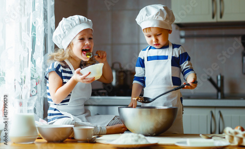 Poster Cuisine happy family funny kids bake cookies in kitchen