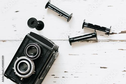 Stampa su Tela  Retro medium format camera on wood table background, vintage concept