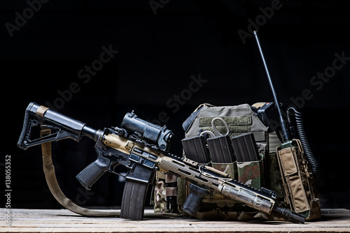 Fotografía  Helmet,rifle and military flak jacket/Assault rifle with sight,bulletproof vest,
