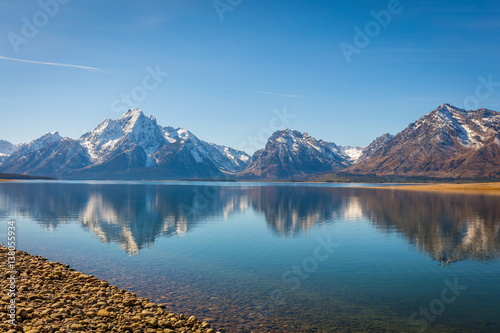 Foto auf Gartenposter Reflexion Beautiful snow-capped mountains reflected in the lake. Grand Teton National Park, Wyoming, USA