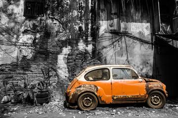 Stari klasični automobil u vintage stilu