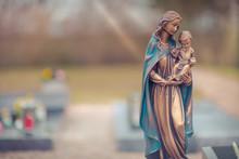 Friedhof Mit Maria Und Jesus K...