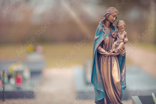 Friedhof mit Maria und Jesus Kind Fototapet