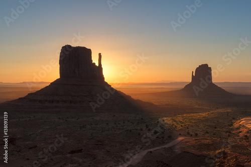 Obraz na plátně  Beautiful Sunrise at Monuments, Arizona.