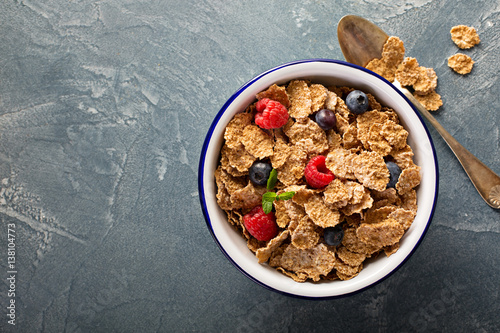 Canvas Print Multigrain healthy cereals with fresh berry