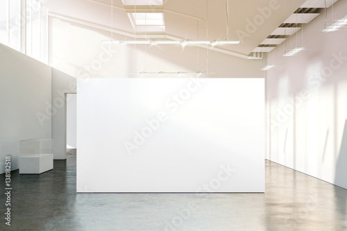 Fotomural Blank white wall mockup in sunny modern empty museum, 3d rendering