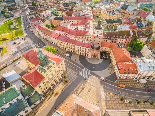 Fototapeta Lublin - stare miasto z lotu ptaka. Brama krakowska - widok z powietrza. obraz na płótnie