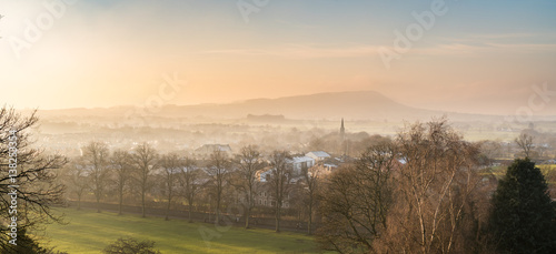 Photo  Misty sunset overlooking the valley in Clitheroe