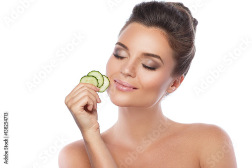 Pinturas sobre lienzo  Young beautiful woman with cucumber slices