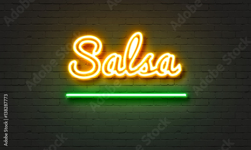 Fotografía  Salsa neon sign on brick wall background.