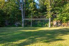 Ett Enkelt Fotbollsmål I En Liten Glänta I Ett Villaområde På Värmdö