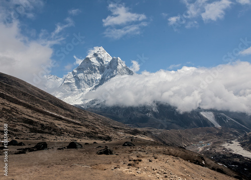 View of peak Ama Dablam and village Periche - Mount Everest region, Nepal, Himal Canvas-taulu
