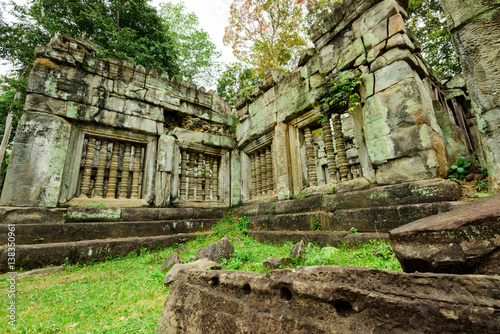 Aluminium Prints Ruins ruins in the forest