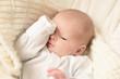 canvas print picture - Baby hält sich ein Auge zu