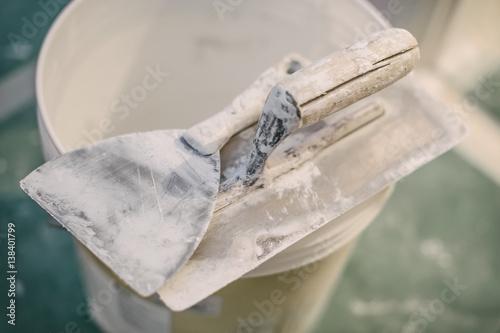Fotografía  Set of assorted plaster trowel tools and spatula