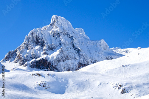 Papiers peints Alpes Aspe peak covered of snow in Candanchu, Pyrenees, Spain