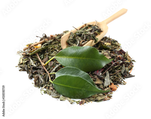 Tuinposter Kruiden 2 Green tea in wooden spoon with leaves isolated on white