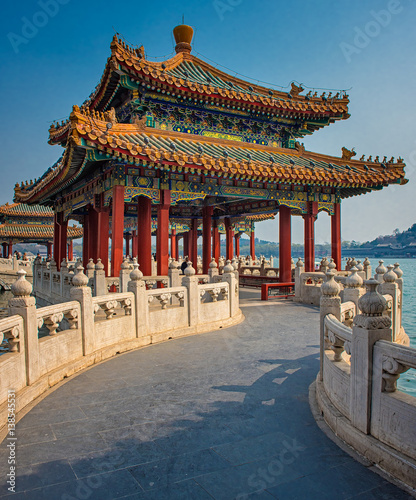 Fond de hotte en verre imprimé Pékin Nice pagoda houses in the Beihai Park