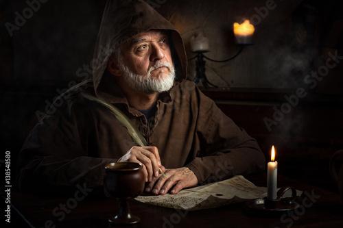 Mönch im Mittelalter schreibt Brief Canvas Print