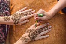 Drawing Mehndi Henna Tattoo On...