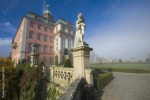 Fotobehang Sculpture in garden of Baroque style castle Ksiaz in foggy morning in Walbrzych, Poland
