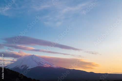 Tuinposter Reflectie The Mt.Fuji. It's time for dusk.The shooting location is Lake Kawaguchiko, Yamanashi prefecture Japan.