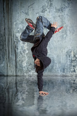 Fototapeta Industrialny Man break dancing on wall background