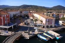 Vue Sur Port Grimaud Et Le Mas...