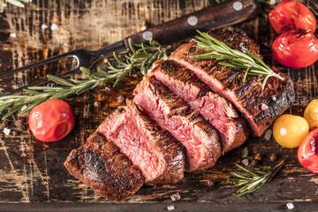 Fototapeta Do steakhouse Filetfleisch vom Grill (Grillzeit)