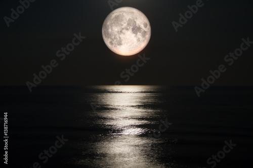 Fototapeta Full moon on sea obraz na płótnie