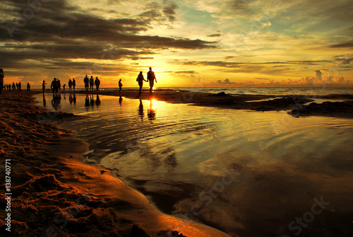 Fototapeta Wakacyjny zachód słońca nad morzem. obraz