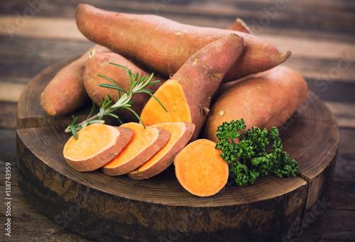 Fotografía  Raw sweet potatoes
