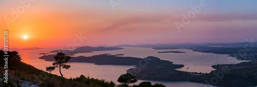 Cuadros en Lienzo Sonnenuntergang über der Bucht von Sibenik