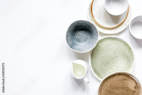 Fotografía ceramic tableware top view on white background mock up