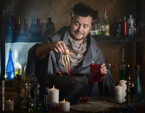 Fotografía  wizard brews a potion