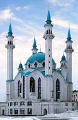 Fototapeta na wymiar White mosque with minarets in Russia