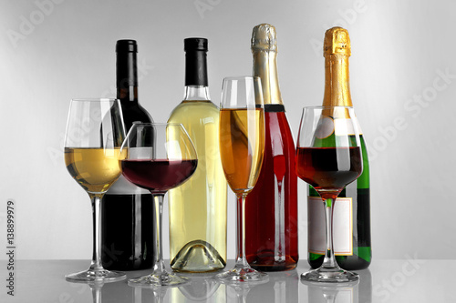 Poster de jardin Bar Glasses of wine and spirits on light background