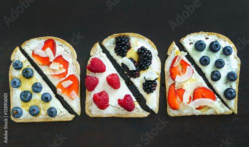 owocowe-grzanki-na-sniadanie