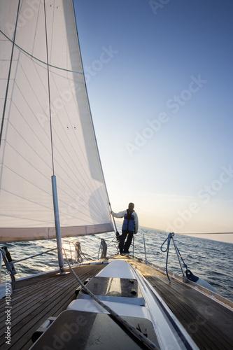 Fotografía  Man Looking At Beautiful Sea From Bow Of Yacht