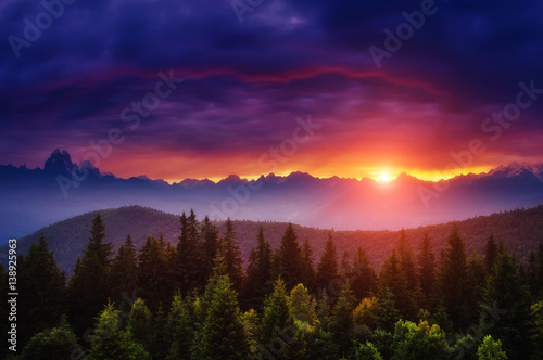 Poster Chocoladebruin Majestic colorful sunset