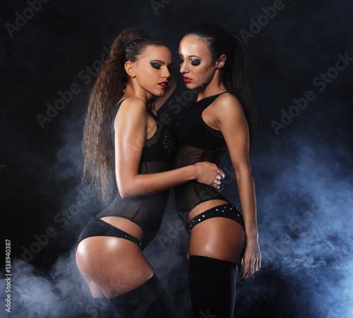 Plakat dwóch młodych tancerzy striptiz sexy