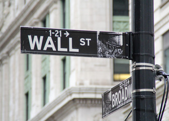 FototapetaWall street direction sign