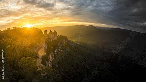 Foto auf Gartenposter Gebirge Tree Sisters Blue Mountains Australia