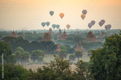 Spoed Foto op Canvas Ballon Hot air balloon over ancient pagoda in Bagan, Myanmar