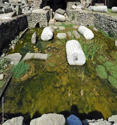 Foto op Aluminium Rudnes Les ruines de la chambre funéraire du mausolée du roi Mausole à Bodrum en Anatolie