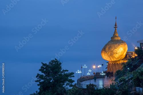 Photographie Kyaiktiyo Pagoda or Golden rock in Myanmar
