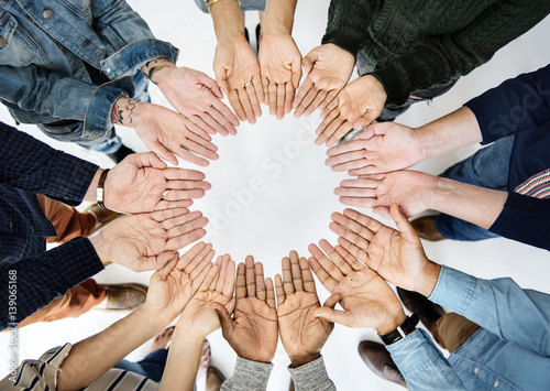 Photo  Group of people holding hand assemble together in aerial view